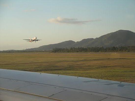 Aeroporto Em Sc : Pista do aeroporto hercÍlio luz em florianÓpolis foto
