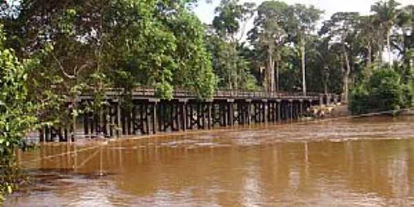 Rondolândia-MT-Vista lateral da Ponte sobre o Rio Branco-Foto:Henrique Fortes
