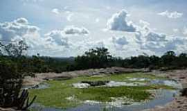 São Domingos - Lagoa no alto do morro em São Domingos-BA-Foto:Jorge LN