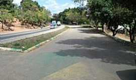 Chonin de Baixo - Chonin de Baixo-MG-Rodovia cortando a cidade-Foto:Izaides