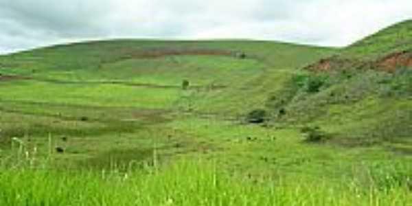 Chonin de Baixo-MG-Fazenda na Rodovia BR-116-Foto:Izaides