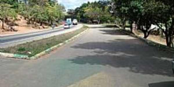 Chonin de Baixo-MG-Rodovia cortando a cidade-Foto:Izaides
