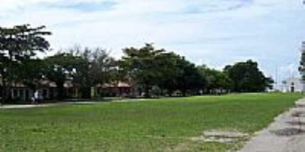 Campo de Futebol e Igreja no Quadrado de Trancoso-BA-Foto:claudiobarata