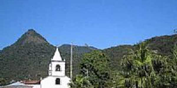 Igreja com Pico do Papagaio ao fundo-Foto:Marcelo Parise Petaz…