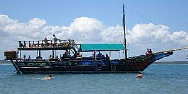 Arraial D´Ajuda-BA-Barco de passeio-Foto:Monica B.F. da Silva