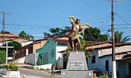 S�o Miguel das Matas - S�o Miguel das Matas-BA-Imagem de de S�o Miguel Arcanjo no Trevo de acesso-Foto:saomiguelba.