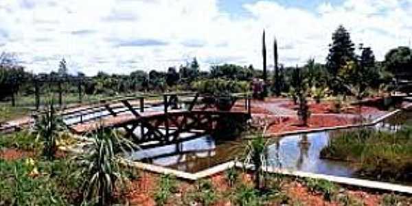 Jardim Botânico-DF-Lago e ponte na pracinha-Foto:perdidopelomundo.wordpress.com