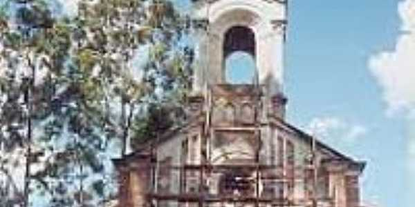Igreja em Cardoso de Almeida