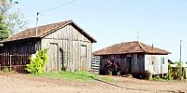 Luz Marina-PR-Casas de madeira no Distrito-Foto:oparana.