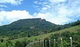 Barro Preto - Detalhe da fenda da Pedra Lascada em Barro Preto-BA-Foto:Daniel duarte