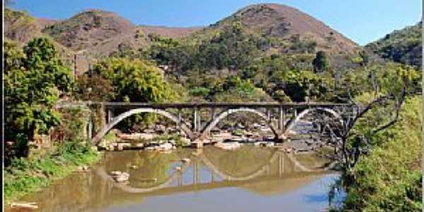 Alberto Torres-RJ-Ponte ferroviária-Foto:TrekEarth