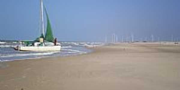 Praia do Canto Verde-CE-Catamarã e Torres Eólicas na Prainha-Foto:Mardonio Carvalho