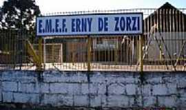 Vila Oliva - Escola Erny de Zorzi em Vila Oliva-RS-Foto:mraimann