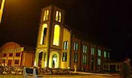 Vila Oliva - Vista noturna da Igreja de Santo Expedito em Vila Oliva-RS-Foto:mraimann