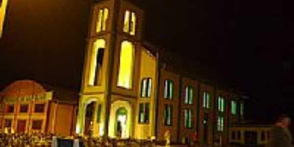 Vista noturna da Igreja de Santo Expedito em Vila Oliva-RS-Foto:mraimann