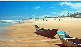 Ilha de Guriri - Ilha de Guriri-ES-Barcos de pescadores na praia-Foto:arenaaomar.com.br