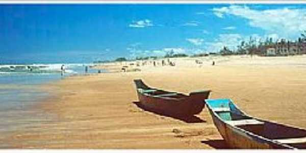 Ilha de Guriri-ES-Barcos de pescadores na praia-Foto:arenaaomar.com.br