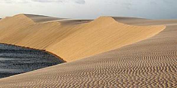 Atins-MA-Dunas e lagoas na praia-Fotowww.viajenaviagem.com