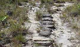 São Jorge - São Jorge-GO-Curiosa trilha de pedras-Foto:Rafael José Rorato