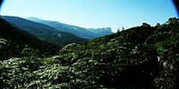 Vista do Vale do Matutu-Foto:olhares.uol.postada por Miguel