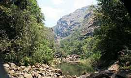 Santo Antônio do Salto - Santo Antônio do Salto-MG-O Canyon e o rio-Foto:Leandro Durães