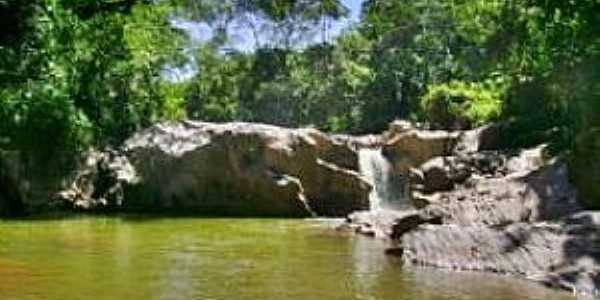 Santo Antônio do Salto-MG-Cachoeira da Caçamba-Foto:ecoviagem.uol.com.br