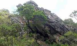 Serra do Cipó - Serra do Cipó-MG-Formação rochosa na trilha da Cachoeira do Gavião dentro do Parque Nacional-Foto:Flavio Handerson