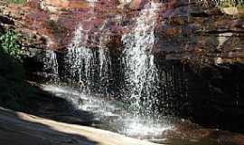 Sento Sé - Sento Sé-BA-Cachoeira na Gruta dos Prazeres-Foto:geidsonc