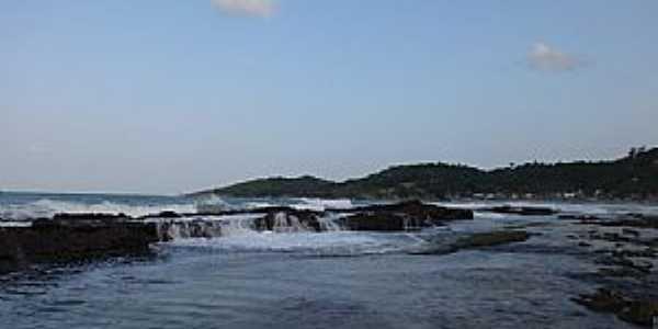 Praia de Gaibu-PE-Formações rochosas na praia-Foto:Vgn Vagner
