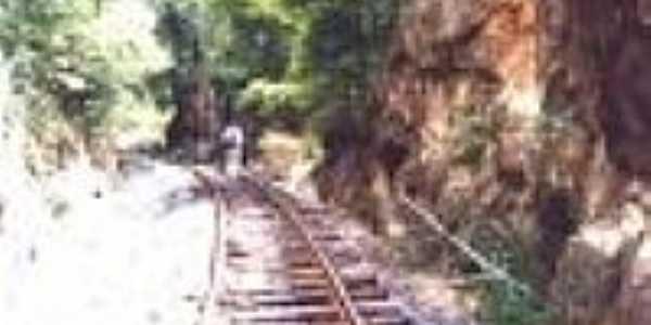 A linha próximo à estação de Sergi-Foto:Sítios Geológicos e Paleontológicos do Brasil,2000