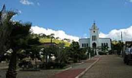 Distrito dos Fernandes - Praça e Igreja de N.Sra.de Fátima em Distrito dos Fernandes-MG-Foto:Eni