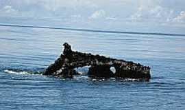 Praia de Uruaú - Praia de Uruaú-CE-Parte do navio naufragado em 1943-Foto:mardoceara.