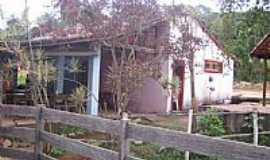 Macacos - Macacos-MG-Casa típica do Distrito-Foto:oquevivipelomundo.