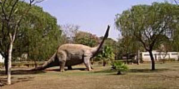 Peirópolis-MG-Dinossauro Saurópode no Museu-Foto:Giuliano Novais