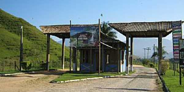 Aldeia Velha-RJ-Pórtico de entrada da cidade-Foto:campingestrada.blogspot.com