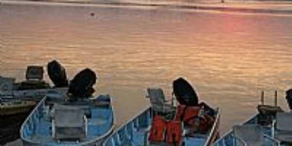 Porto Morrinho-MS-Barcos de pesca no Rio Paraguai-Foto:Isabel Pellizzer