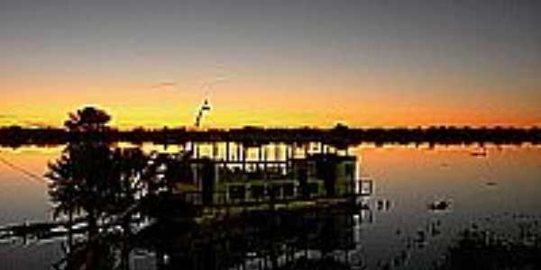 Porto Morrinho-MS-Anoitecer no Rio Paraguai-Foto:Pedro Haasz
