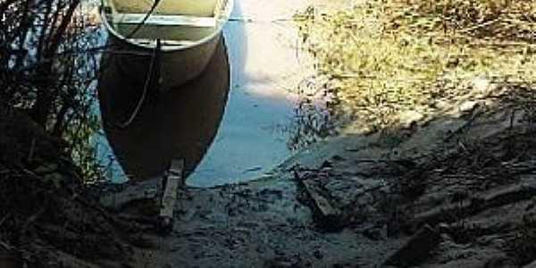 Águas do Miranda-KM 21-MS-Barco de pesca-Foto:www.facebook.com