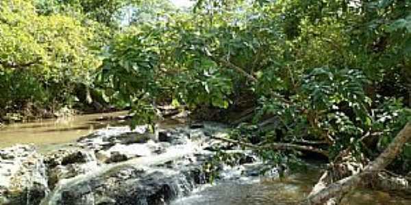 Águas do Miranda-KM 21-MS-Pequena Cachoeira no Rio Miranda-Foto:www.facebook.com