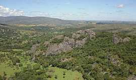 Vila do Tabuleiro - Vila do Tabuleiro-MG-Região da Cachoeira do Tabuleiro-Foto:dicionariodascachoeirasmg.