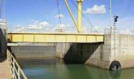 Sobradinho - Ponte rodovi�ria elevadi�a na boca da Eclusa UHE em Sobradinho-Foto:Rafael Jos� Rorato