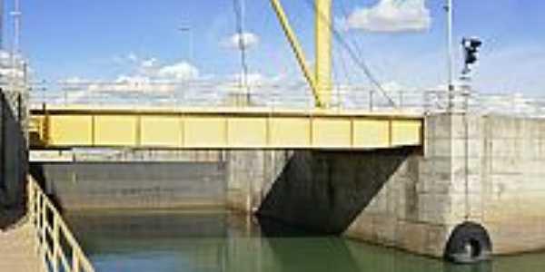 Ponte rodoviária elevadiça na boca da Eclusa UHE em Sobradinho-Foto:Rafael José Rorato