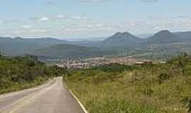 Tanha�u - Vista da cidade com a Serra ao Fundo-Foto:pedal.