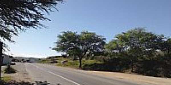 Rodovia BR-324 em Tanquinho-BA-Foto:Jorge Hirata