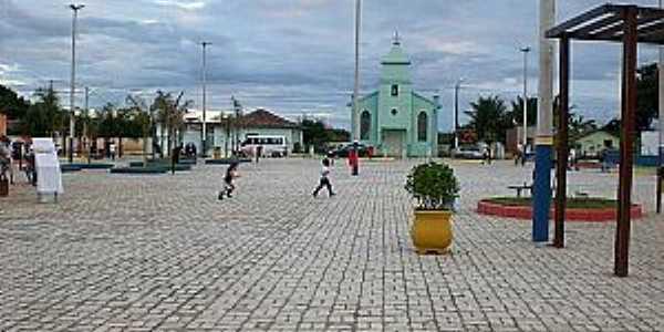 Taquarinha-BA-Nova praça e a Igreja-Foto:rubemgama