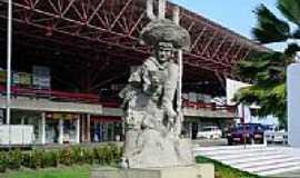 Maceió - Maceió-AL-Monumento em frente à Rodoviária-Foto:rafiuskss