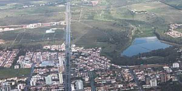 Vitória da Conquista-BA-Vista aérea da cidade e da Av.Olivia Flores-Foto:Marcelo S F