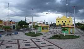 Alto Santo - Alto Santo-CE-Praça e Igreja Matriz-Foto:Italo morais