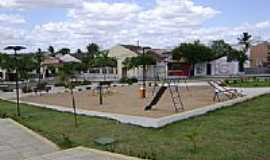 Aracatiaçu - Praça em Aracatiaçu, por Heraldomedeiros.
