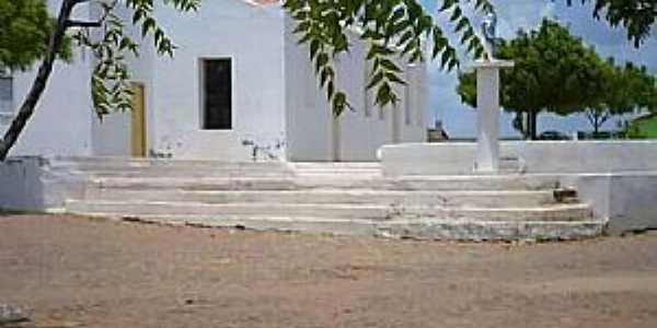 Arariús-CE-Praça e Igreja de N.Sra.da Conceição-Foto:Facebook